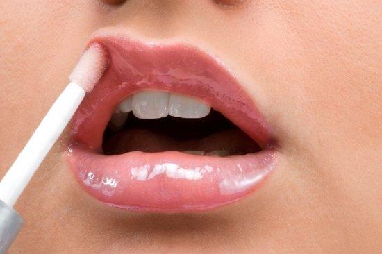 Косметические советы: как правильно ухаживать за губами?
