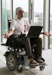 Благодаря новому устройству парализованные люди могут перемещаться