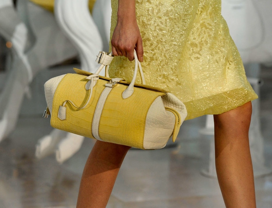 d677cf57c348 Функциональный, элегантный саквояж гладстон снова вернулся на модные  подиумы 2012. Откуда пришел этот стиль и с чем можно носить и сочетать модную  сумку