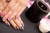 Акрил и гель – самые популярные материалы для наращивания ногтей