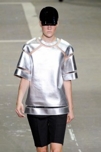 Одежда с эффектом металлик