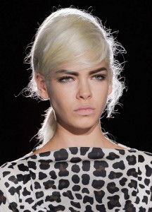 Прическа бабетта с показа коллекции Marc Jacobs