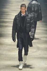 Стеганая куртка и классического покроя пальто в одном многослойном ансамбле. Показ коллекции Lanvin зима 2013