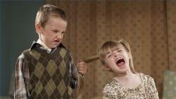 Как себя вести с агрессивным ребенком?