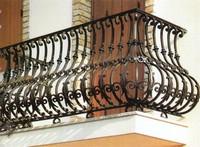 Кованый балкон: прикосновение к природе руками кузнеца