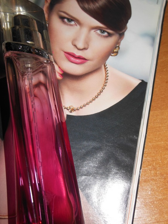 Женский парфюм Absolutely Irresistible от Givenchy