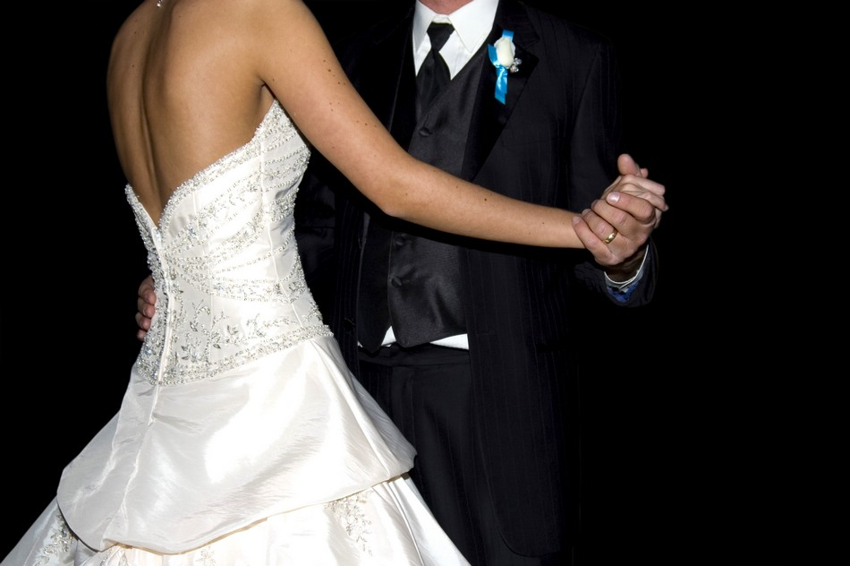 Оригинальные танцы на свадьбе в исполнении жениха и невесты