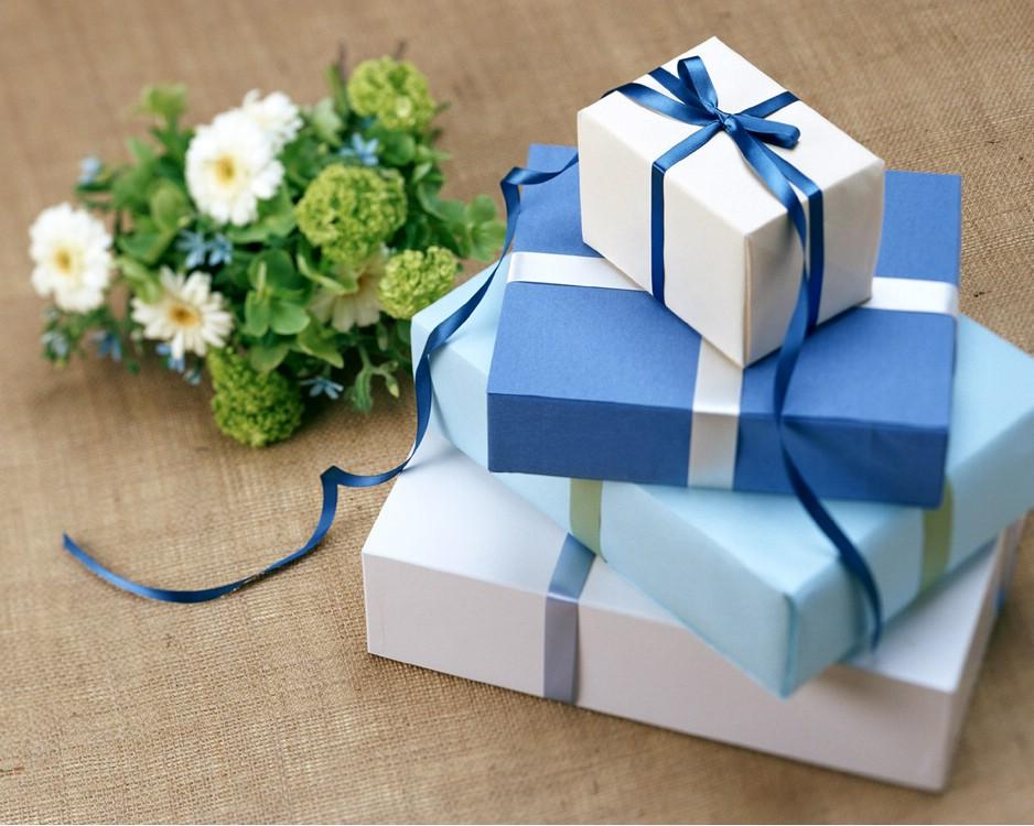Превосходный подарок – карты на приобретение товаров и услуг