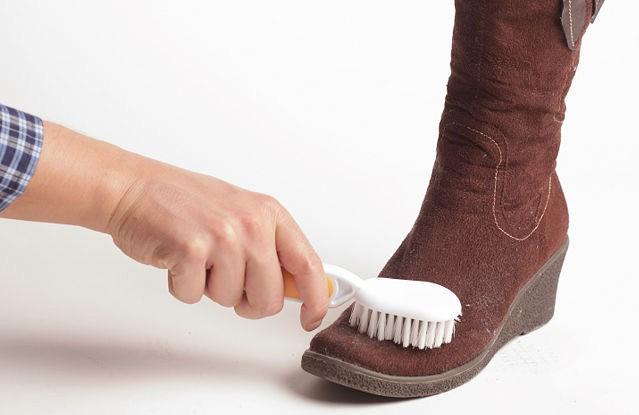 Как почистить замшу