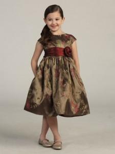 Как выбрать нарядное детское платье