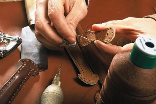 Как выполняется ремонт кожаных изделий