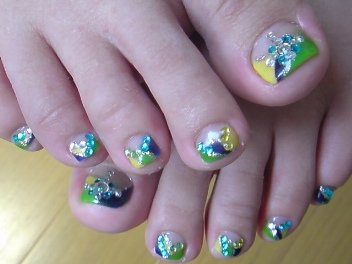 Стразы на ногтях ног в домашних условиях 130