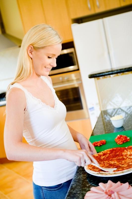 Пицца с дрожжами в духовке рецепт с фото