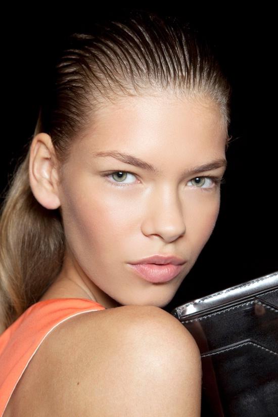 волосы с мокрым эффектом Макияж глаз. Как сделать красивый макияж глаз - поэтапно