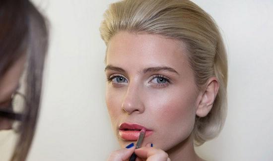 Коралловый макияж губ