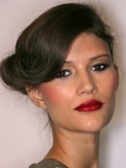 Как подобрать макияж к прическе