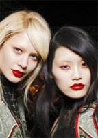 Акцент на губы – тенденции макияжа сезона осень 2010