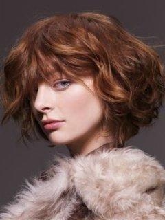 Модные прически 2010 на волосах средней длины