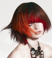 Красные колорированные пряди – добавьте шика темным волосам!