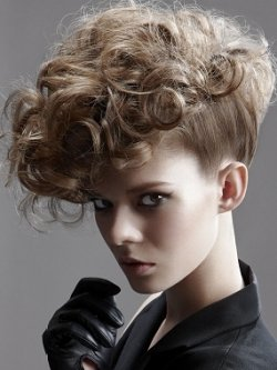 Укладка вьющихся волос