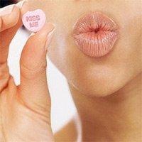 Как осветлить темные губы природными средствами