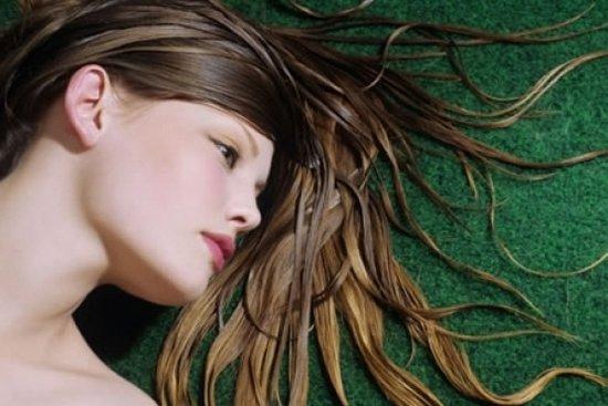 Как осветлить волосы природными способами?